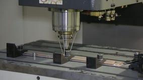 Die Maschine schärft Metall 5 stock footage
