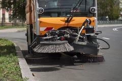Die Maschine wäscht die Straße Stockfotografie