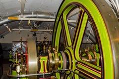Die Maschinen, das die Turmbr?cke bewegt stockfotos