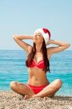 Die Meditation des neuen Jahres auf dem Strand. Lizenzfreies Stockfoto