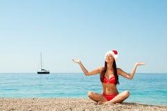 Die Meditation des neuen Jahres auf dem Strand. Lizenzfreies Stockbild