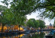 Die meisten berühmten Kanäle und die Dämme von Amsterdam lizenzfreies stockbild