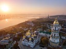 Die meisten inetersting Orte von Kiyv Ukraine Kiew Pechersk Lavra Luftbrummenfoto Ansicht zum Reiter Dnipro und stockfoto