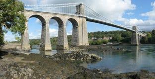 Die Menai-Hängebrücke zwischen Anglesey und Snowdonia stockfotos