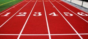 Die 100-Meter-Anfangslinie in der Leichtathletik Stockfotos