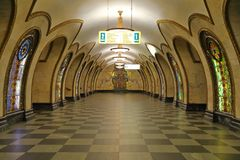 Die Metrostation Novoslobodskaya in Moskau, stockfotos