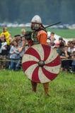 Die Militärrekonstruktion der Kämpfe der alten Slawen im fünften Festival von historischen Vereinen in Zhukovsky-Bezirk von Lizenzfreie Stockfotografie