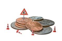 Die Miniabbildungen, die auf einem Haufen des Dollars arbeiten, prägen Stockbild