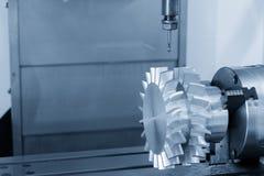 Die Mitte 5 Achse CNC maschineller Bearbeitung Lizenzfreies Stockbild
