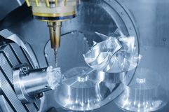 Die Mitte 5 Achse CNC maschineller Bearbeitung Lizenzfreie Stockfotografie