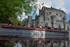 Die mittelalterliche Festung einzigen Überlebens in Flandern: Gravensteen-Name des Schloss reflextion im Wasser Stockfotos