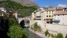 Die mittelalterliche Stadt von Entrevaux, Frankreich stock video footage