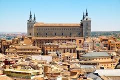 Die mittelalterliche Stadt von Toledo in Spanien mit dem Alcazar, der die alte Stadt übersieht Stockfotos