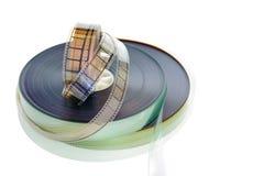 35 die mm-filmspoelen op witte achtergrond worden geïsoleerd Royalty-vrije Stock Afbeeldingen