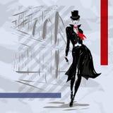 Die moderne Frau geht die Straße, Herbst hinunter Stockbild