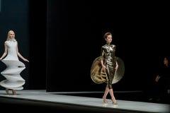 Die Modeschau Pierre Cardin in der Moskau-Mode-Woche mit Liebe für Russland-Fall-Winter 2016/2017 Lizenzfreies Stockfoto