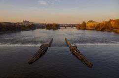 Die Moldau-Fluss-u. Prag-Schloss im Herbst Stockfoto