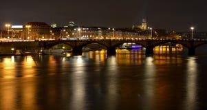 Die Moldau-Fluss und Vysehrad-Fort in der Nacht, Prag, Tschechische Republik Lizenzfreie Stockfotos