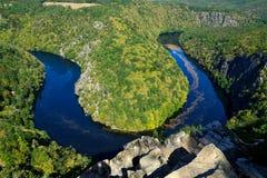 Die Moldau-Flussansicht - vyhlÃdka MÃ ¡ J lizenzfreie stockfotos