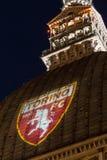 Die Mole Antonelliana mit Granatsfarben Torino FC Lizenzfreies Stockbild