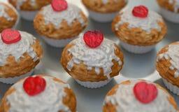 Die Muffins des Valentinsgrußes Stockfotos