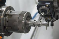 Die multi Funktion CNC-Drehbankmaschine lizenzfreie stockbilder