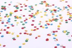 Die multi runde Farbe besprüht auf weißem Hintergrund Stockbild