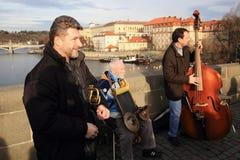 Die Musiker auf Charles Bridge, Prag, Tschechische Republik Lizenzfreies Stockfoto