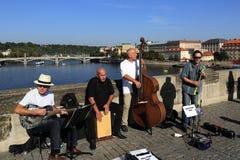 Die Musiker auf Charles Bridge, Prag, Tschechische Republik Lizenzfreies Stockbild