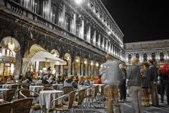 Die Musiker, die nachts in St. spielen, markiert quadratisches Venedig Lizenzfreie Stockfotos