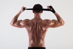Die muskulöse Mannesrückseite auf weißem Hintergrund Lizenzfreies Stockbild