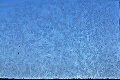 Die Muster gemacht durch den Frost auf dem gefrorenen Pool Lizenzfreie Stockfotos