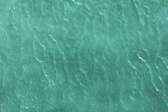 Die Muster gemacht durch den Frost auf dem gefrorenen Pool Stockbilder