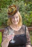 Die Mutter der Braut, mit Champagne Lizenzfreie Stockbilder
