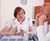 Die Mutter sagt Sohn Lizenzfreies Stockfoto