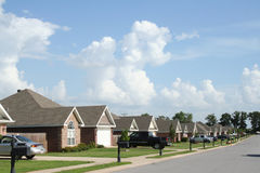 Die Nachbarschaft, moderne Unterteilunghäuser. Lizenzfreies Stockfoto