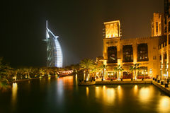 Die Nacht in Dubai stockfotos