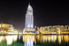Die Nachtansicht über Dubai-Mall- und -adreßhotel Lizenzfreies Stockfoto
