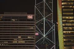 Die Nachtansicht der Gebäude in Hong- Kongzentrale stockbilder