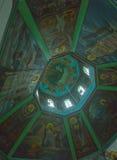 die Nachtlichtkirchen-Innenraumansicht stockfoto