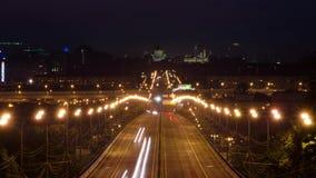 Die Nachtstraße bewegt sich schnell stock video