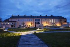 Die Nachtszene des sächsischen Zustandes und der Universitätsbibliothek Dresden Lizenzfreies Stockfoto