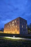 Die Nachtszene des sächsischen Zustandes und der Universitätsbibliothek Dresden Stockfoto