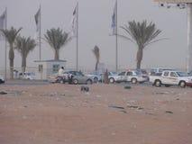 Die nahöstlichen Autos in der Wüste stockbild
