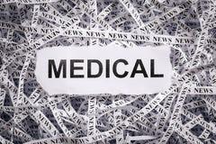 Die Nahaufnahme, die zerrissen wird, bessert und Bänder des Papiers mit dem MEDIZINISCHEN Wort aus Lizenzfreies Stockfoto