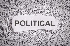 Die Nahaufnahme, die zerrissen wird, bessert und Bänder des Papiers mit dem POLITISCHEN Wort aus Stockbilder