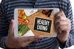 Die nahrhafte GESUNDE ERNÄHRUNG isst gesundes natürliches neues Grün n des Lebensmittels stockbild