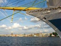 Die Nase des Schiffs und die Ansicht des Neva-Flusses Stockfoto