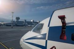 Die Nase eines Flugzeugs vor Minsk-Flughafen Stockfoto