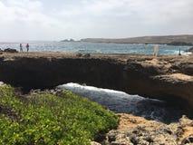 Die natürliche Brücke in Aruba stockfotografie